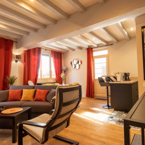 Gîte près du parc de Beauval, espace repas moderne et séjour